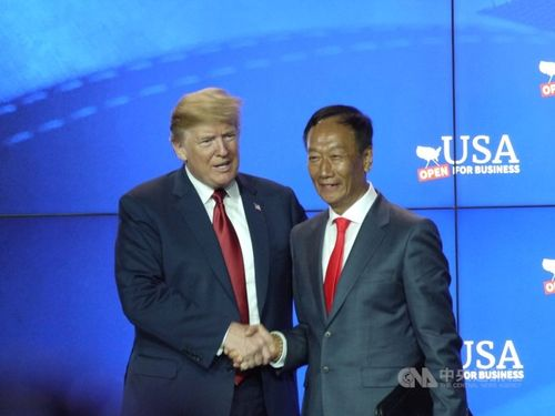 Foxconn chairman Terry Gou (right) and U.S. President Donald Trump CNA file photo