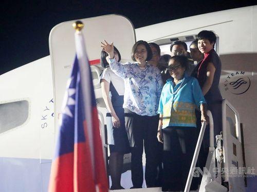 Taiwan President Tsai Ing-wen (蔡英文, front, left)