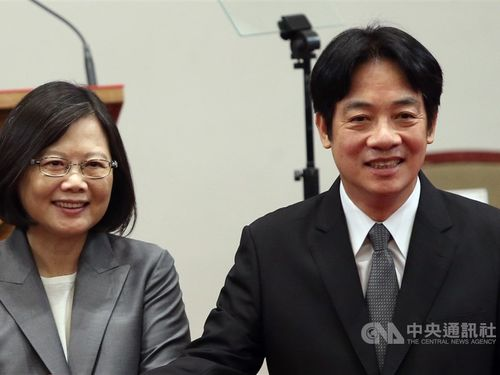 President Tsai Ing-wen (蔡英文, left) and former Premier Lai Ching-te (賴清德) / CNA file photo