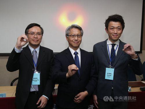 Academia Sinica President James C. Liao (廖俊智, center)