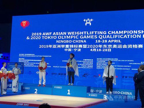 Taiwanese weightlifter Kuo Hsing-chun (郭婞淳, center) / Photo courtesy of Lin Ching-neng (林敬能)