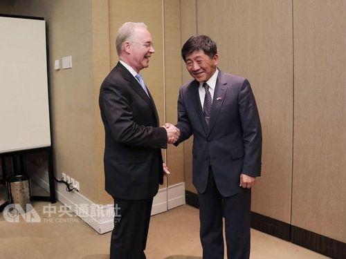 Former U.S. Health Secretary Tom Price (left) / File photo / Photo courtesy of Taiwan