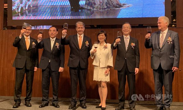Guy Wittich (third right), head of the Netherlands Trade and Investment Office in Taiwan (NTIO)
