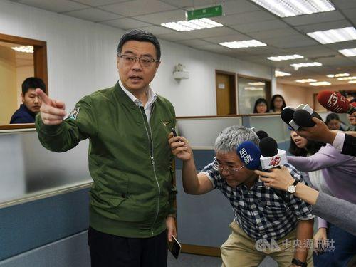 DPP Chairman Cho Jung-tai (卓榮泰, front, left)