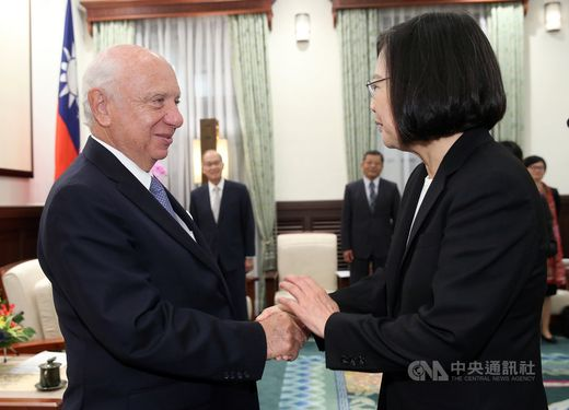 President Tsai Ing-wen (蔡英文, front, right) and Belgian Senate President Jacques Brotchi (front, left)