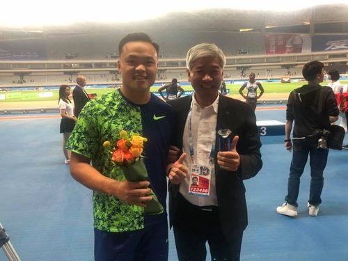 Cheng Chao-tsun (鄭兆村, left)/Image taken from Chinese Taipei Athletics Association