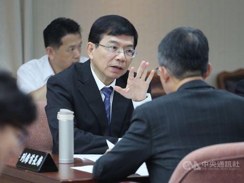 MOTC Deputy transport minister Wang Kwo-tsai (王國材, center)