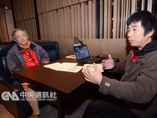 Chinese asylum seeker Yan Kefen (right, CNA file photo)