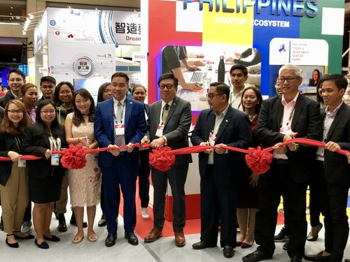 Angelito T. Banayo (front, fourth right), MECO chairman and resident representative; and Michael Ignacio (front, fourth left), director for commercial affairs at MECO