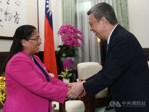 Vice President Chen Chien-jen (陳建仁, right) and Parlacen President Irma Segunda Amaya Echeverría