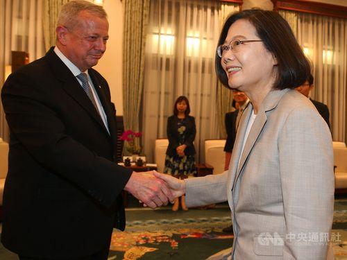 President Tsai Ing-wen (蔡英文, right) and John R. Allen