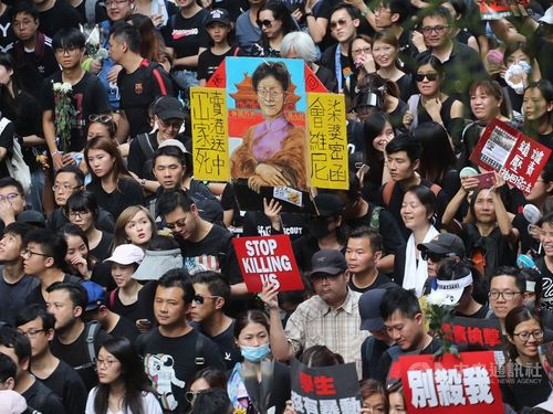 Hundreds of thousands of Hong Kongers take to the streets in protest against a controversial extradition bill that  would have allowed people in the former British territory to be sent  to China to face trial. (CNA file photo)