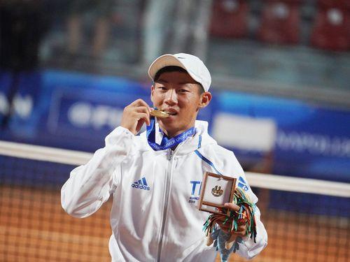 Young Taiwanese tennis player Tseng Chun-hsin / photo from facebook.com/CTUSFSSU