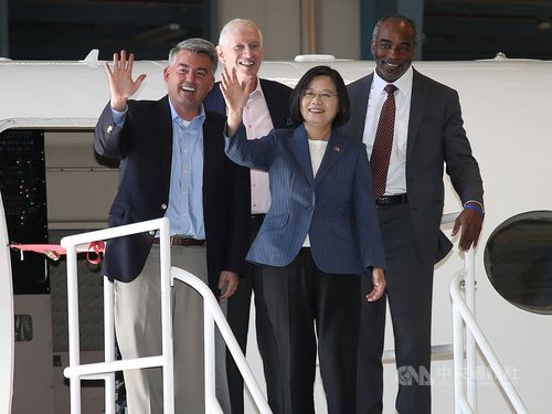 U.S. National Center for Atmospheric Research head Everette Joseph (right), President Tsai Ing-wen (second right), American Institute in Taiwan Chairman James Moriarty (second left) and U.S. Senator Cory Gardner