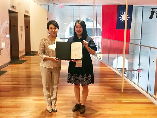 Wang Li-ting (right) (Photo courtesy of the Taipei Economic and Cultural Office in New York)