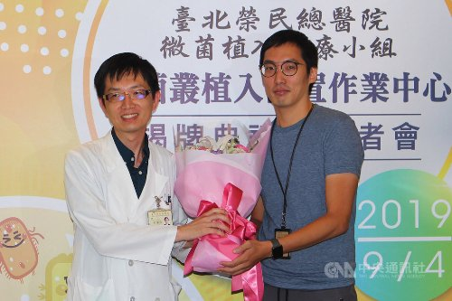 A patient, surnamed Tsao (right), had successfully undergone gut microbiota therapy.