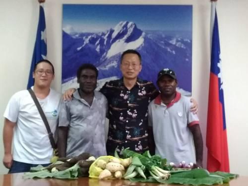 (Oliver Wu, second left)