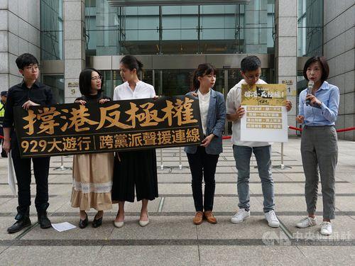 Left to right: Miao Po-ya, Huang Yu-fen,  Lin Liang-chun, Lin Ying-meng, Chiu Wei-chieh and Chen Yu-fan