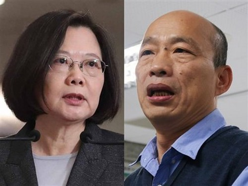 President Tsai Ing-wen (蔡英文, left) of the Democratic Progressive Party (DPP) currently holds a solid lead in most polls over her opponent, Kaohsiung Mayor Han Kuo-yu (韓國瑜, right) of the opposition Kuomintang (KMT).
