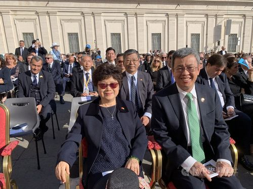 Taiwan's Vice President Chen Chien-jen (front right) on Sunday attended the canonization of late British Cardinal John Henry Newman and four others in Vatican City.
