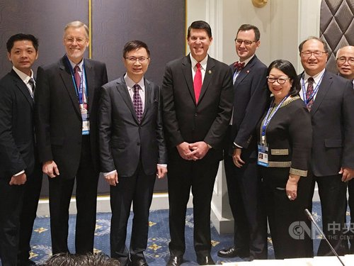Taiwan External Trade Development Council (TAITRA), James Huang (黃志芳, third left) and the United States Under Secretary of State for Economic Growth, Energy, and the Environment, Keith Krach (fourth left).