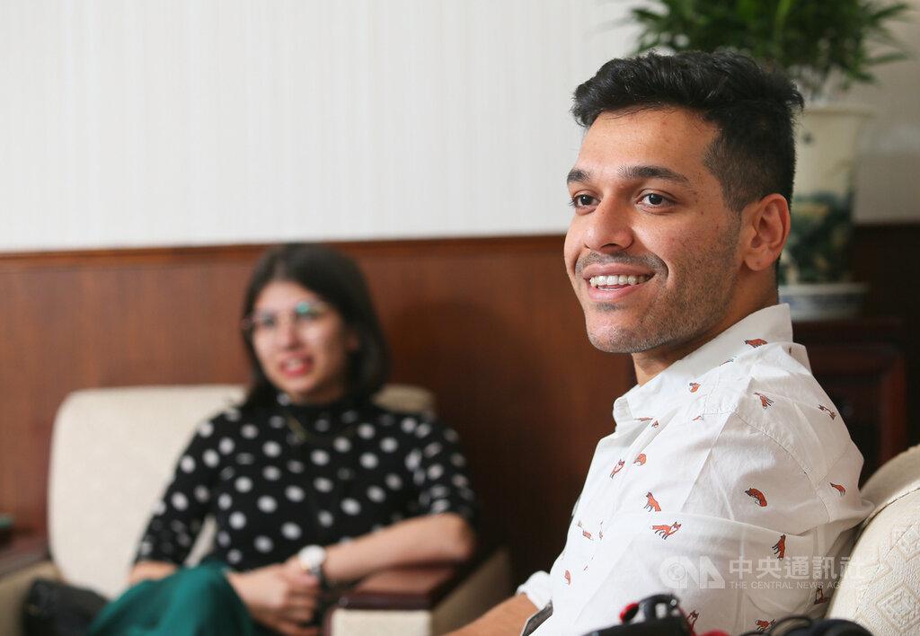 Indian blogger Aakash Malhotra (right) and Aparajita Misra (left)