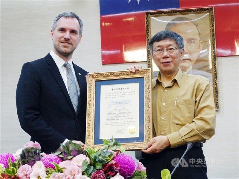 Prague Mayor Zdenek Hrib  and Taipei Mayor Ko Wen-je (CNA file photo)