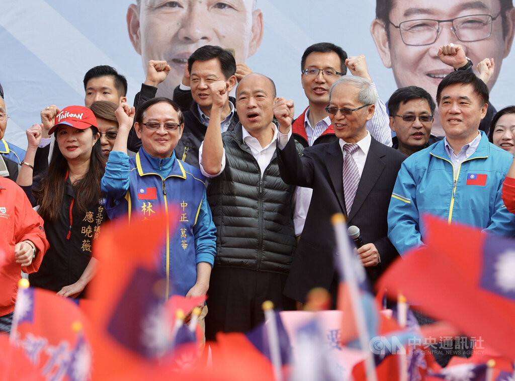 KMT presidential candidate Han Kuo-yu (center)