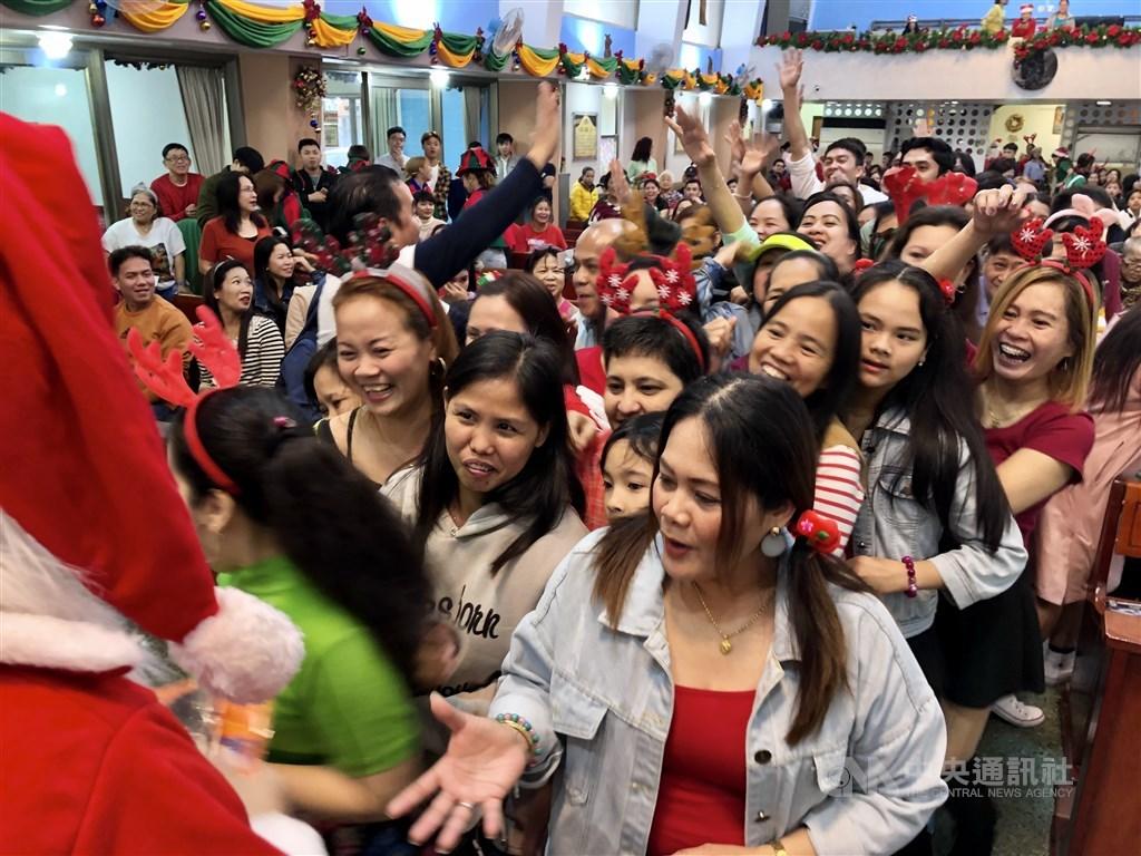 Hundreds of Catholics celebrate Christmas at Saint Christopher