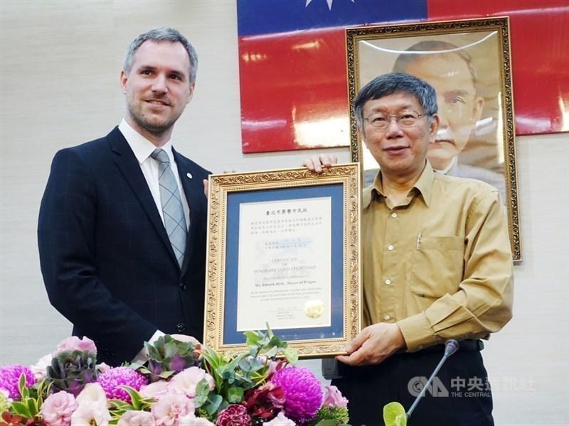 Prague Mayor Zdenek Hrib (left) and Taipei Mayor Ko Wen-je (right) met in Taipei in March, CNA file photo