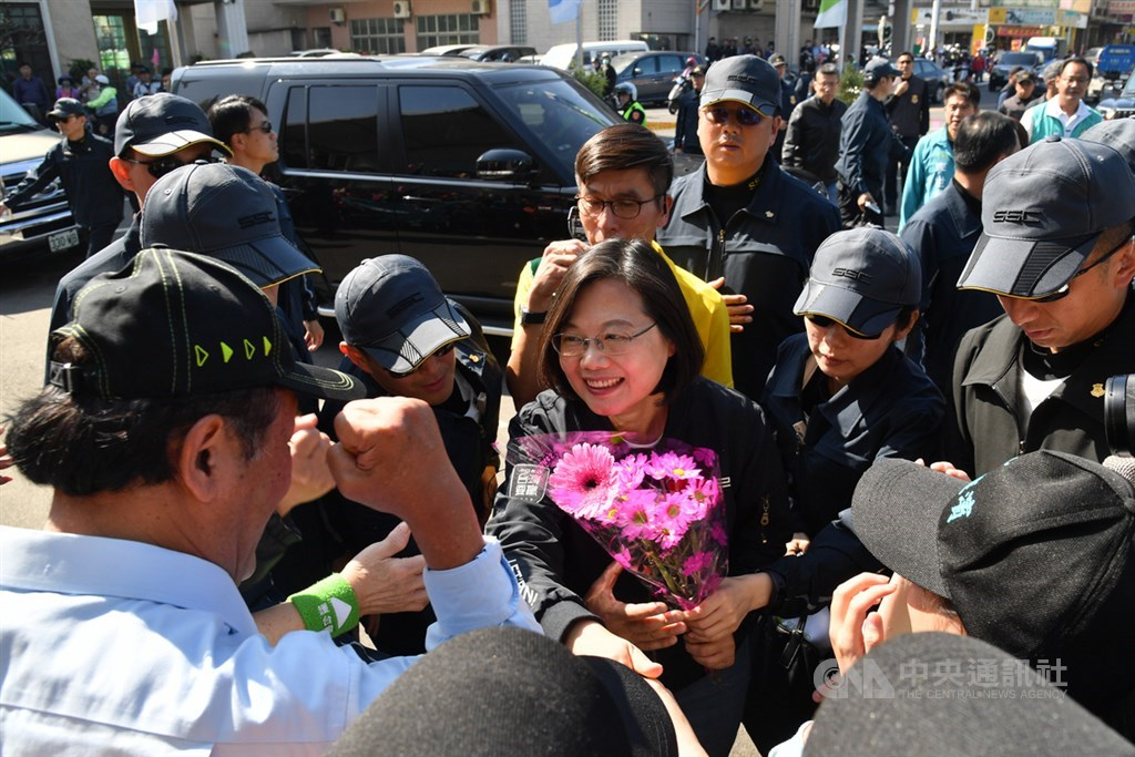 President Tsai Ing-wen (center) of the DPP accepts flowers from supporters in Pingtung.
