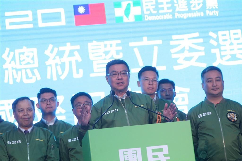 DPP Chairman Cho Jung-tai (卓榮泰, front, center)