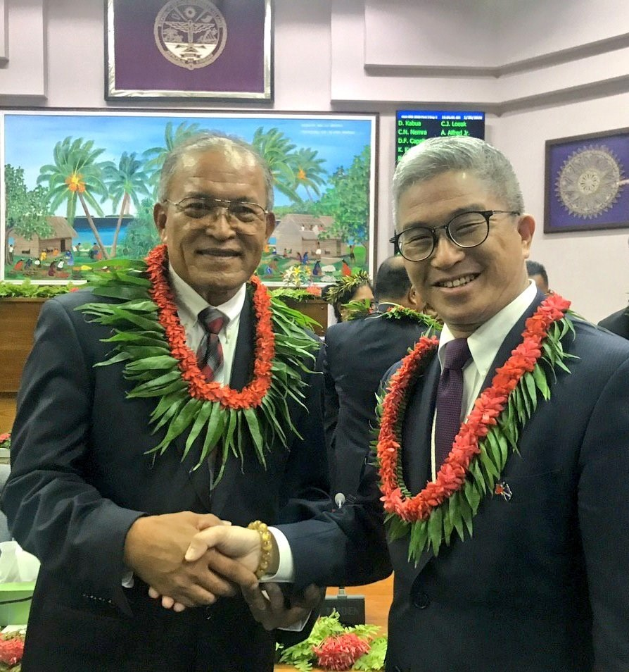 Deputy Foreign Minister Hsu Szu-chien (right) and Marshall Islands President David Kabua. Image taken from twitter.com/MOFA_Taiwan
