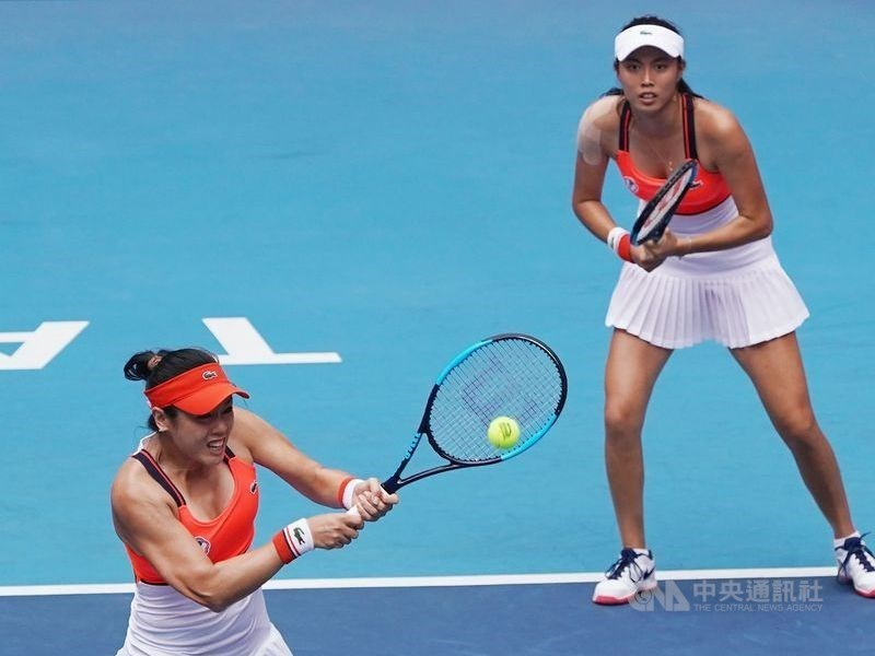 Latisha Chan (詹詠然, left) and Chan Hao-ching (詹皓晴) / CNA file photo