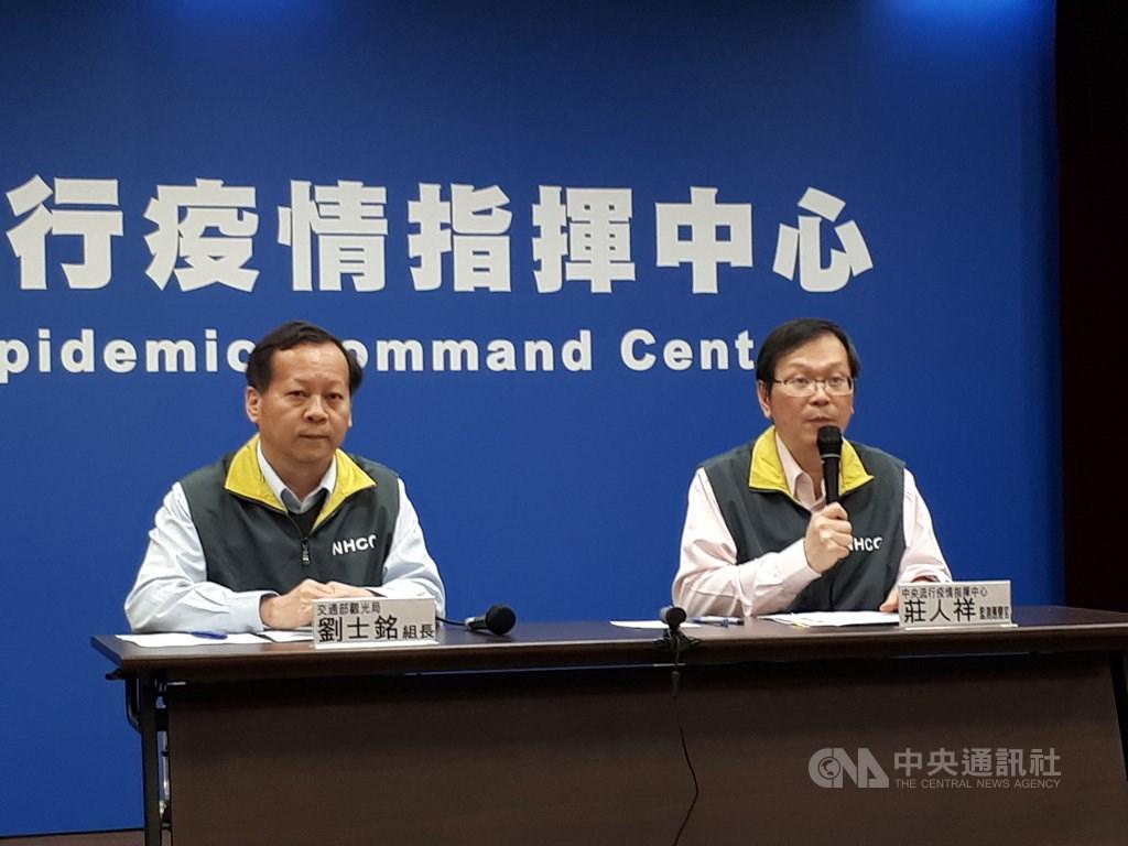 Liu Shih-min (left), a division head of Taiwan