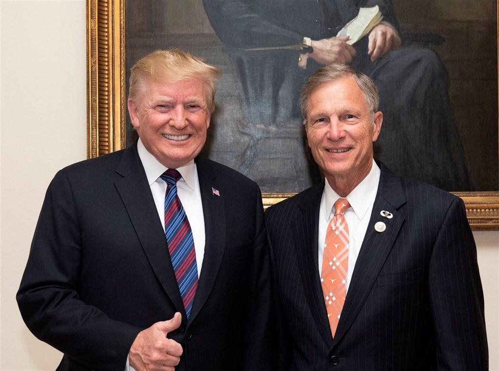 U.S. President Donald Trump (left) and House Representative Brian Babin (image taken from Babin