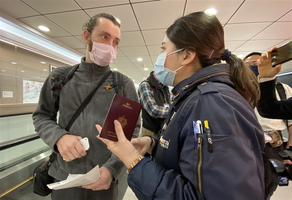 A French national (left) arrives at Taiwan Taoyuan International Airport early Thursday morning.