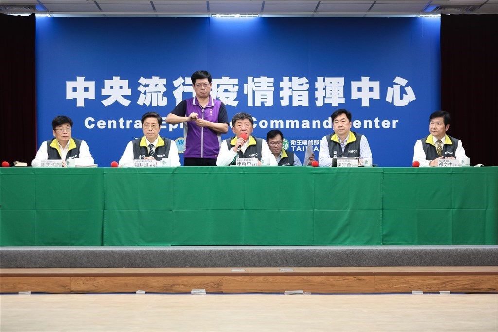 Health Minister Chen Shih-chung (third from right). Photo courtesy of the Central Epidemic Command Center.