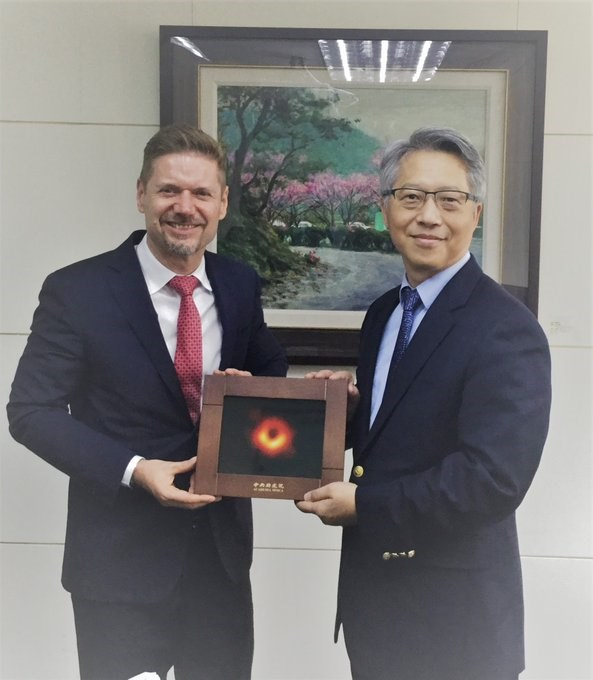 Jordan Reeves (left) and James Liao (right)/ image taken from the Facebook page of the Canadian Trade Office in Taipei