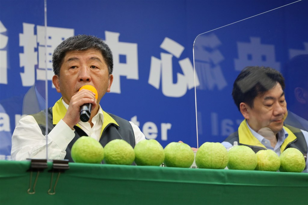 Health Minister Chen Shih-chung (left) with eight guavas in front of him / Photo courtesy of CECC