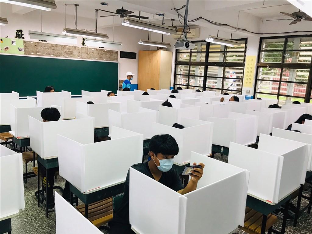 More Than 200 000 Taiwanese Students Don Masks For Entrance Exams Focus Taiwan