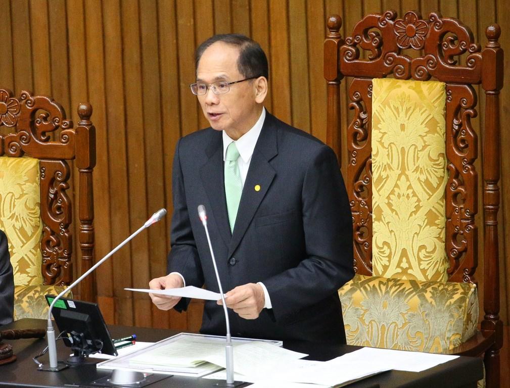 Legislative Speaker You Si-kun (游錫堃) reads a joint statement by Taiwan