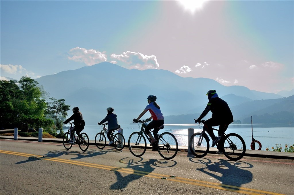 Cyclists at Sun Moon Lake/ Photo courtesy of the Sun Moon Lake National Scenic Area Administration