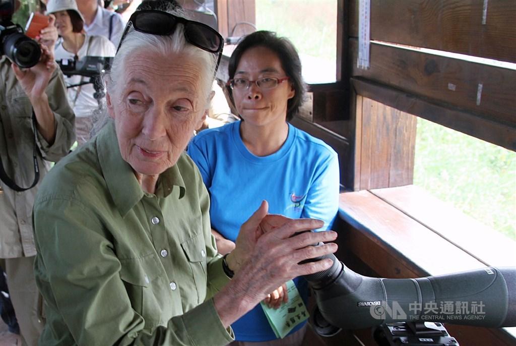 Jane Goodall (left) / CNA file photo