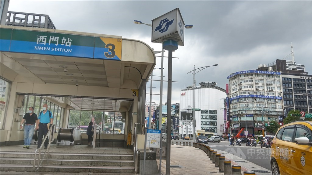 Ximen station and Ximending.