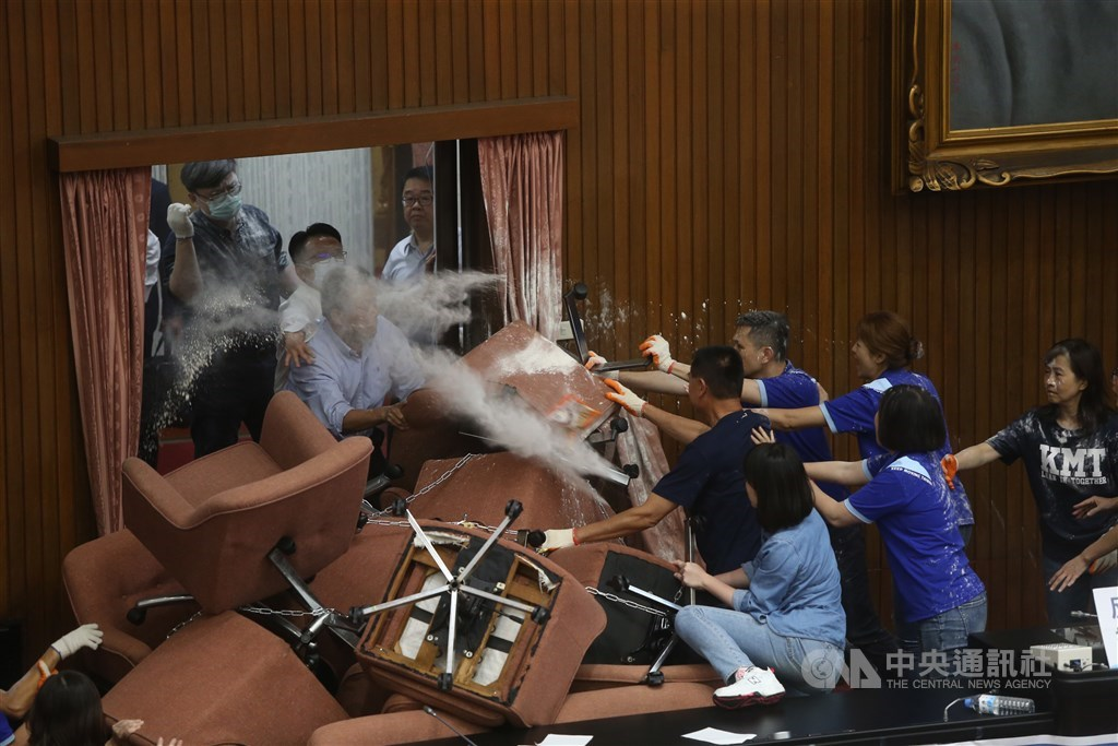 DPP lawmakers force their way into the chamber. / CNA photo June 29, 2020
