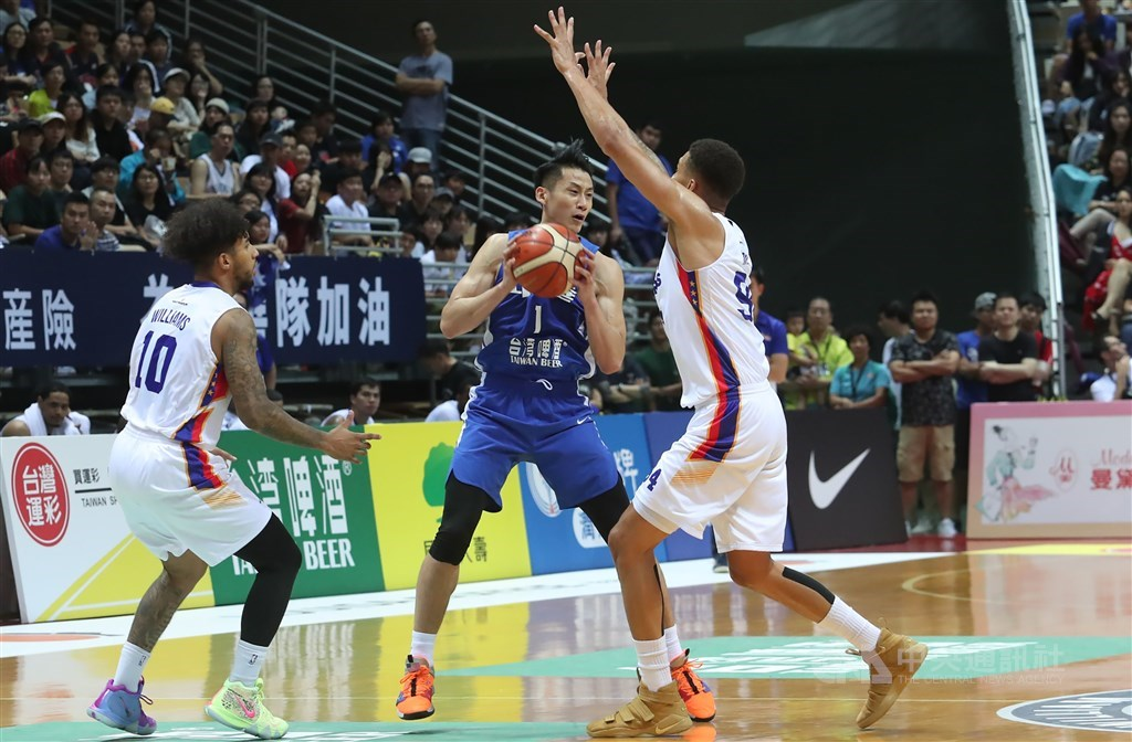 Taiwan (in blue) plays against the Philippines in a William Jones Cup game in Taipei in 2019. / CNA file photo