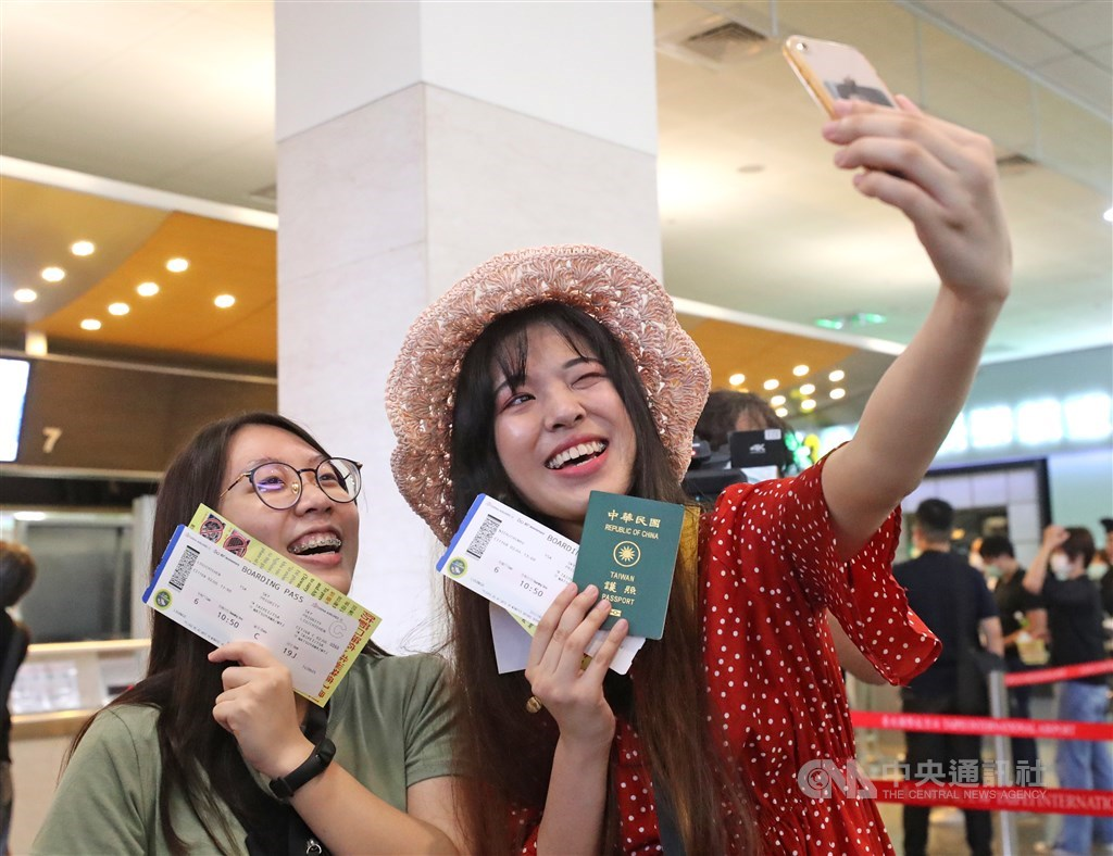 Participants take a selfie at Songshan Airport. / CNA photo July 2, 2020