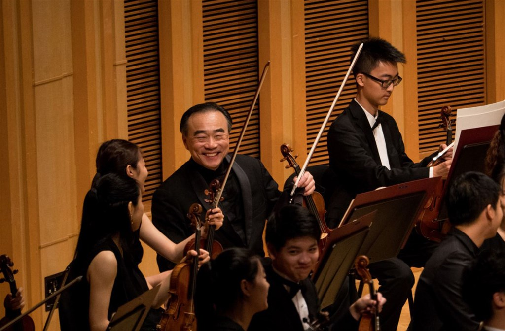 Taiwanese-American violinist Lin Chao-liang (林昭亮, back row, second right) / Photo courtesy of Taipei Music Academy and Festival