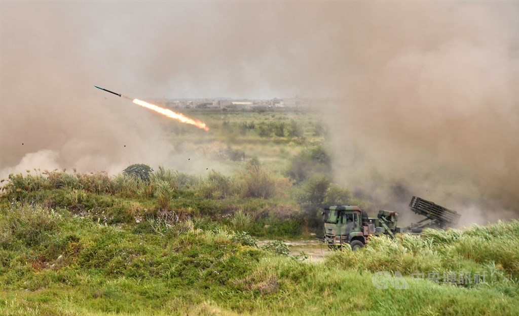 Multuple Thunderbolt-2000 RT rockets are fired during the annual Han Kuang wargames in Taichung on Thursday.